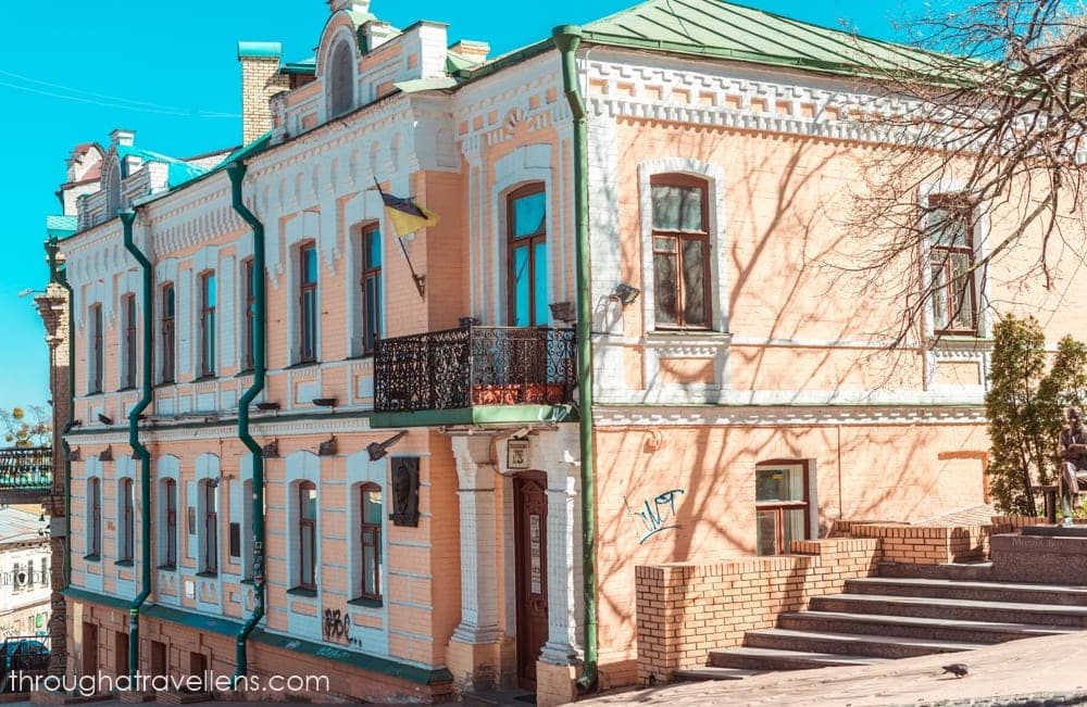 One of the most mysterious houses is Kiev os located on Andriivsky descent 13, and belonged to a famous writer
