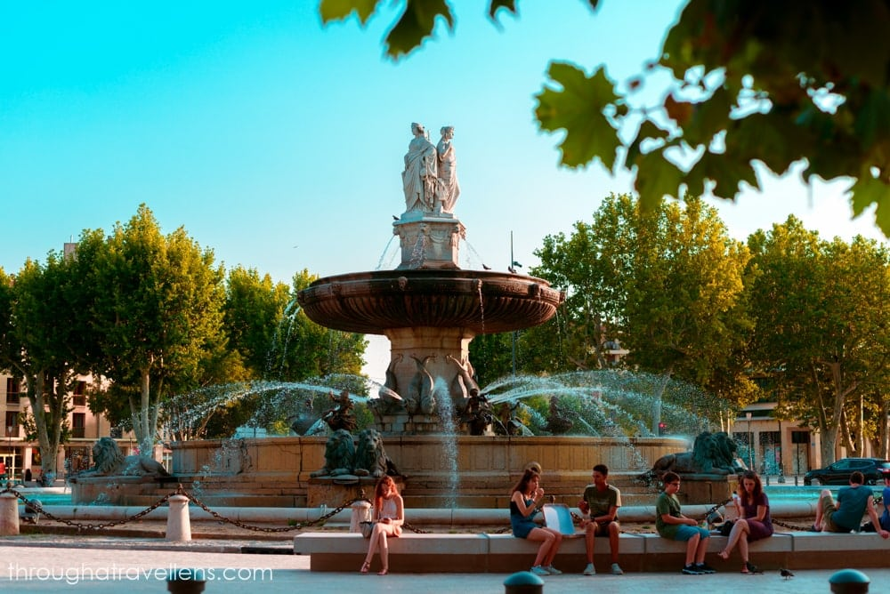 Standing in front of the entrance to the old town of Aix is the fountain of Rotonde