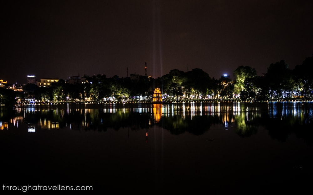 Hanoi travel guide: a night view of the Hoan Kiem Lake