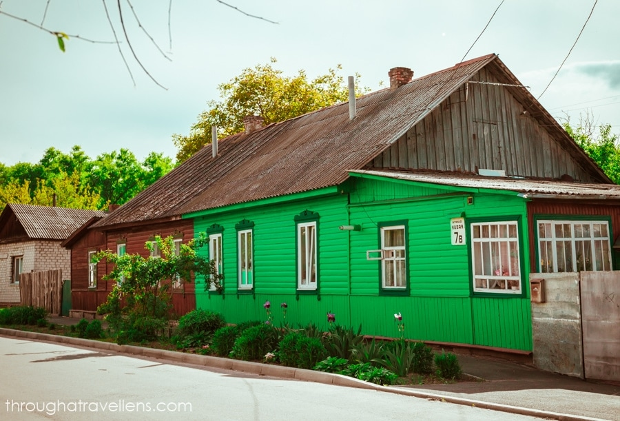 There are many wooden houses in Chernihiv
