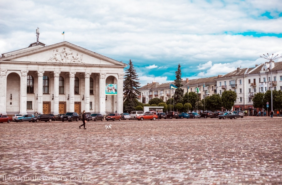 Visit the Red Square on your way from Kiev to Chernihiv